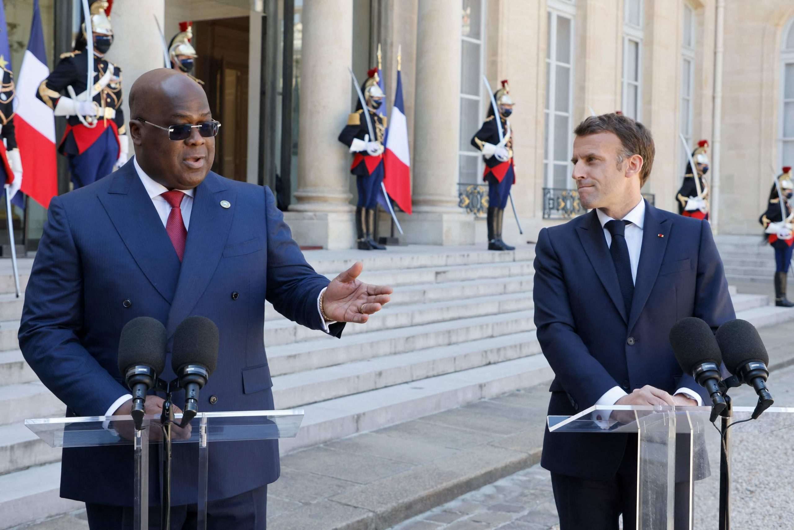 French President Emmanuel Macron (R) and Democratic Republic of Congo President Felix Tshisekedi Tshilombo (L) give a speech at The Elysee Presidential Palace in Paris on April 27, 2021, ahead of a working lunch. (Photo by Ludovic MARIN / AFP)